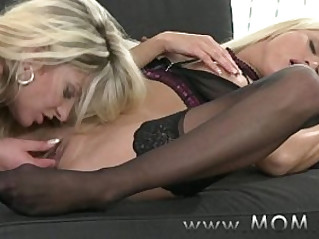 MOM Lesbian Kissing and Eating Pussy